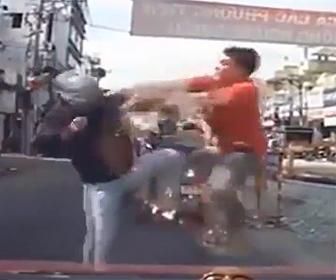 バイカーの殴り合い