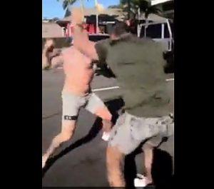 マッチョ2人の殴り合い
