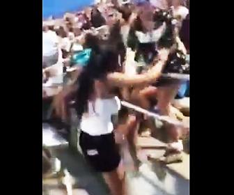 女の子2人の喧嘩