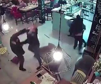 凶悪犯達が殴り合い