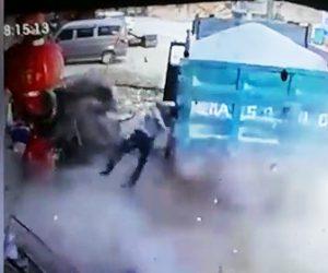 ダンプカーのタイヤが爆発