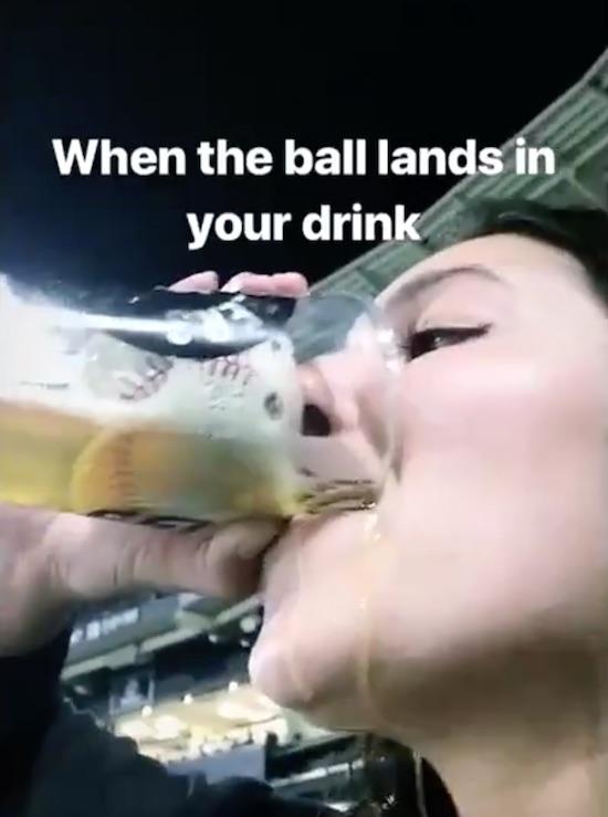 ボールがビールグラスに入る