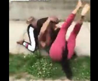 黒人女性達の喧嘩