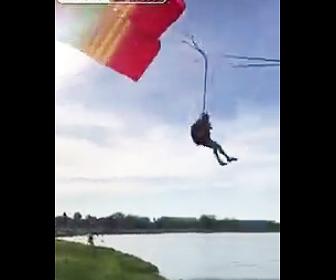 パラグライダー事故
