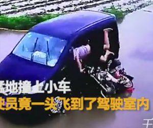 バイクで傘さし運転