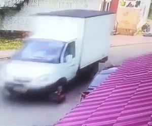 仕返しで4人をトラックで轢く