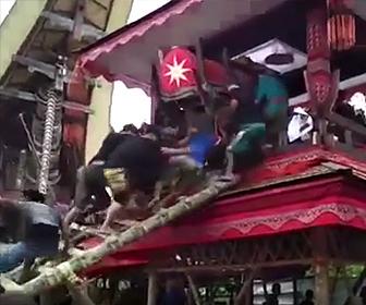 【動画】母の葬式で信じられない事故により息子が死亡してしまう