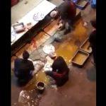 【衝撃動画】水たまりの泥水で食器を洗うマレーシアの食堂がヤバ過ぎる