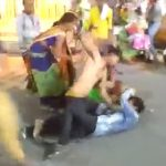 【動画】ストリートで激しい喧嘩。男性を殴りまくり女性に強烈タックル