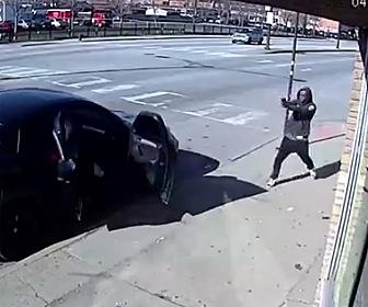 強盗と銃撃戦