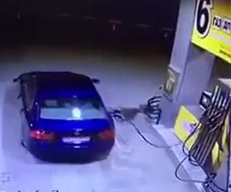 ガソリンスタンドが爆発