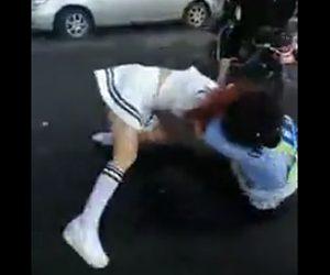 婦人警官と殴り合い