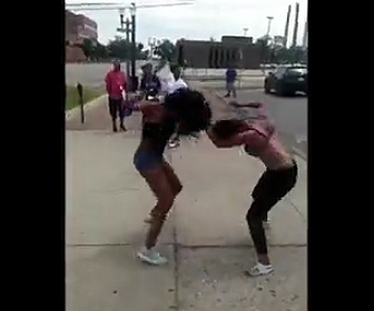 女性の喧嘩
