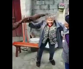 世界一髪の毛が長いお婆さん