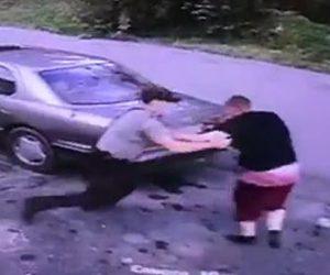 警察官から逃げる男