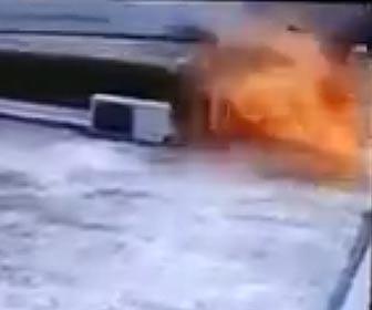 室外機が爆発