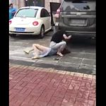 【動画】妻が夫の浮気相手に怒り爆発。浮気相手はパンツ丸見えでビンタされまくる