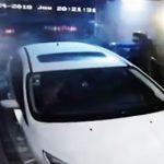 【動画】警察官の家に武装強盗4人が押し入る。娘が見ている目の前で警察官の父親が…