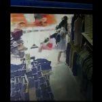 【動画】瓶ジュースを飲みながら歩く少女を突然蹴り倒す最低な男