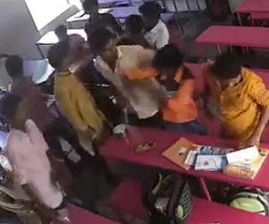 教室で喧嘩