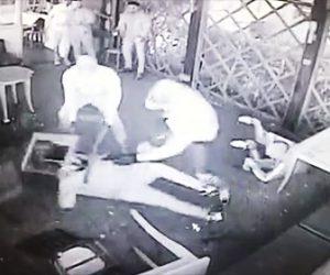 バーで壮絶な喧嘩