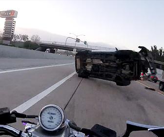 高速道路で事故