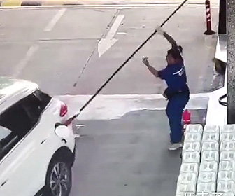ガソリンスタンドで事故