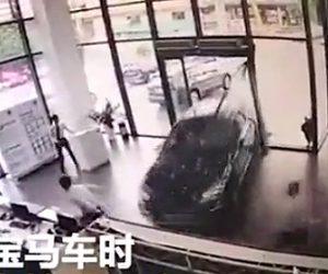 試乗運転で事故