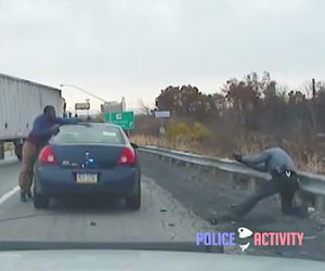 警察官と銃撃戦