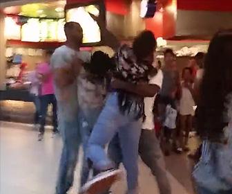 女性が喧嘩