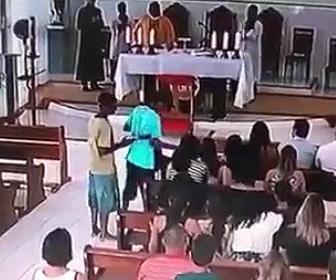 教会に武装強盗