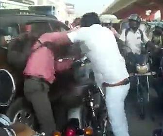 インドの交通事情がヤバい