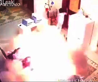 ホバーボードが爆発し火を吹く
