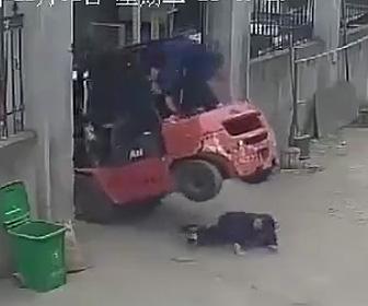 フォークリフト事故