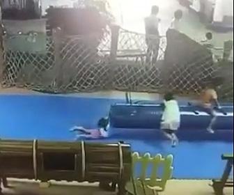 危険な遊具