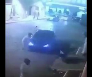 大乱闘に車が突っ込む