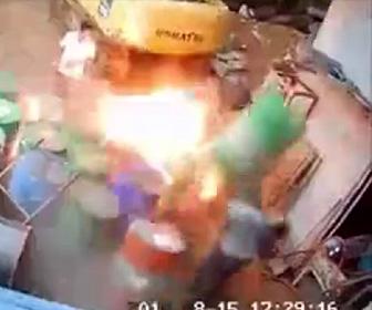 溶接するドラム缶が爆発