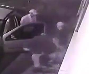 強盗が撃ち殺される