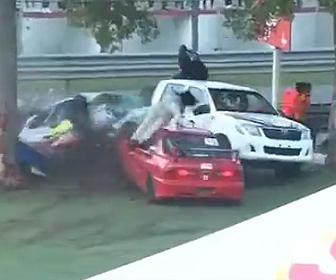 レース事故