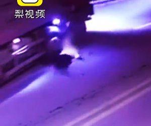酔っ払いがトラックに轢かれてしまう