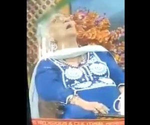 女性が生放送中に意識を失い死亡