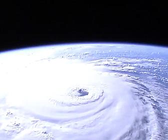 宇宙から見たハリケーン
