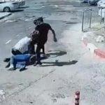 【動画】男性が大男に殴りかかるが3人からボッコボコにされ返り討ちに合う