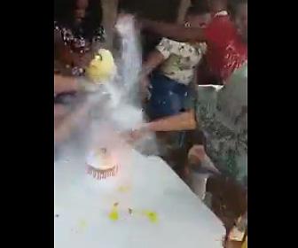 誕生日に男性が火だるま