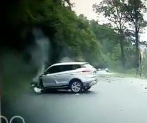 巨大な落石が車に直撃