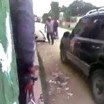 【動画】男達が喧嘩している所に故意に車で突っ込む恐ろしい映像