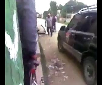 喧嘩に車で突っ込む