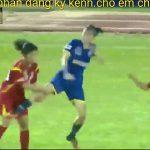 【動画】女子サッカーの試合で乱闘。ジャンプキックし殴りかかる