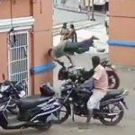 【動画】バイクが壁に激突しドライバーが空中で一回転する