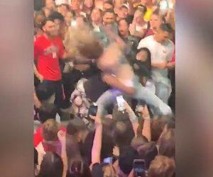 コンサート会場で女性2人が喧嘩